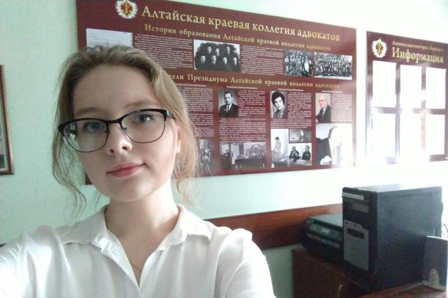 Дарья Давыдова проходит стажировку в Адвокатской палате Алтайского края.