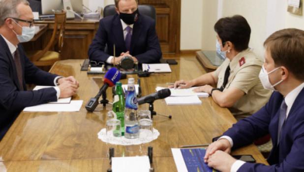 На совещании по эпидситуации у губернатора Виктора Томенко.