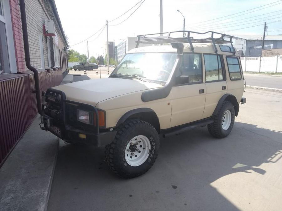 Land Rover Discover (1993 год) за 700 тыс. рублей.