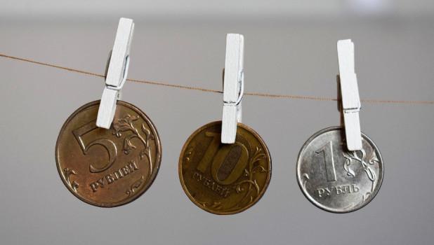 Деньги, рубли.