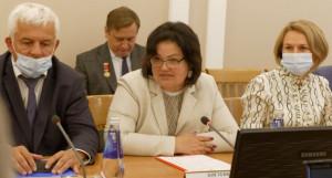 Светлана Говорухина (в центре).