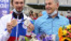 Стрелок Сергей Каменский прилетел в Барнаул.