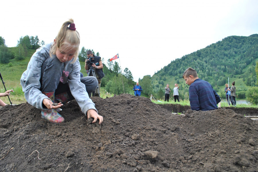 Археологический лагерь в долине Межеумка.