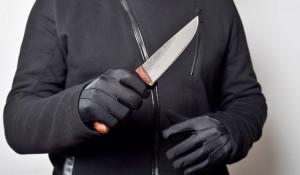 Человек с ножом. Преступник.