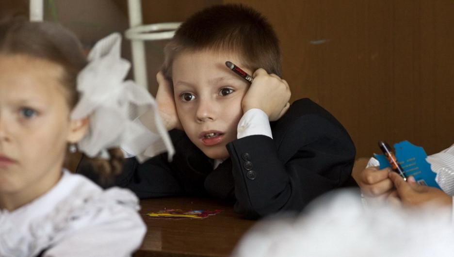 Первое сентября в школе № 49. Барнаул, 2011 год.