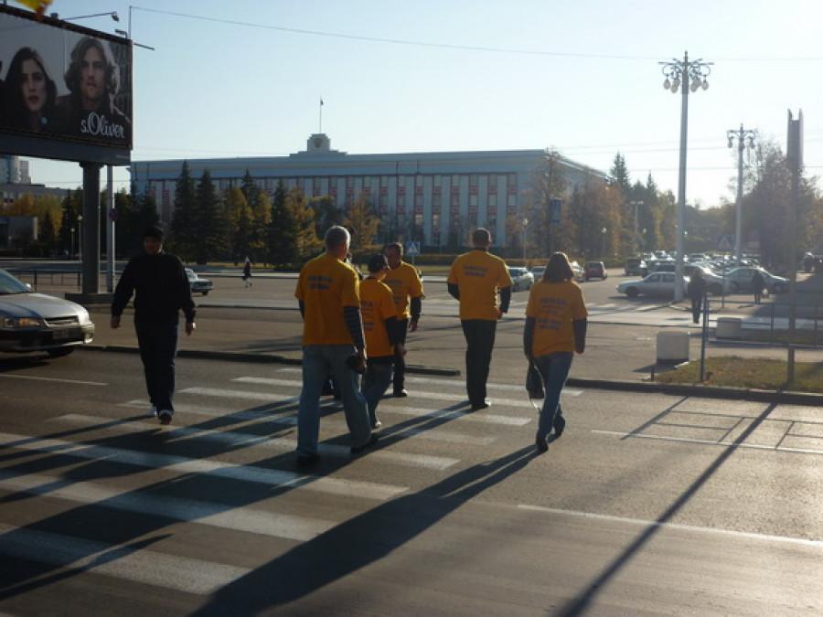 Обманутые дольщики препятствовали движению на проспекте Ленина в Барнауле.