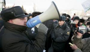 """Виктор Рау на митинге """"За честные выборы"""". Барнаул, 24 декабря 2011 года."""