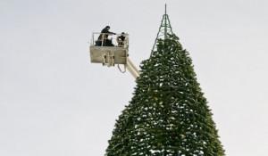 """Демонтаж """"главной елки"""" Барнаула и снос снежного городка. 14 января 2012г."""
