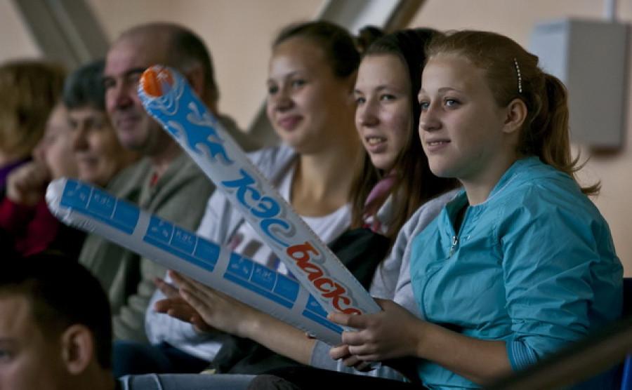 """В спорткомплексе """"Победа"""" прошли соревнования среди школьных баскетбольных команд. Барнаул, 28-29 января."""