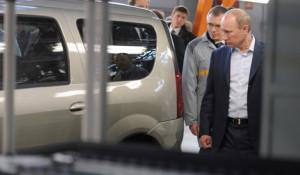 """Владимир Путин принял участие в церемонии запуска серийного производства автомобиля """"Лада-Ларгус"""" на АвтоВАЗе."""