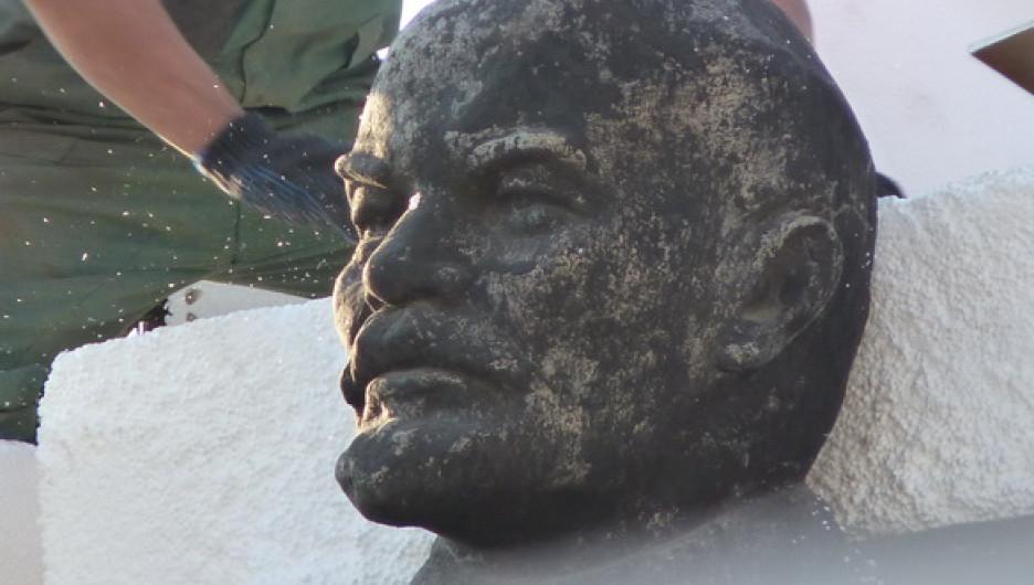 Памятник Ленину на площади Октября в Барнауле демонтируют.